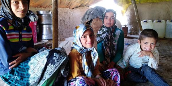 معلم مدرسه عشایری شهید محلاتی سرخس تغییر میکند