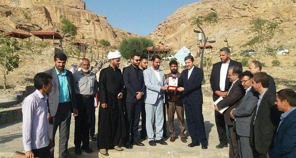 «کلید طلایی شهر مزداوند» به معاون وزیر کشور اهدا شد
