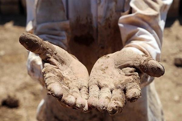 نانی که آجر میشود/ کارگران کورههای آجرپزی سرخس در آستانه بیکاری/ باز هم موانع قانونی چوب لای چرخ تولید میگذارد