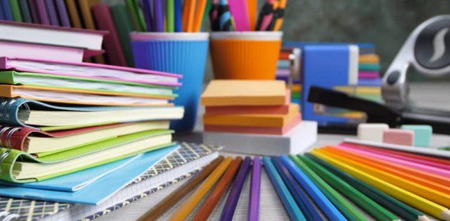 توزیع ۶۵۰ بسته نوشتافزار بین نیازمندان سرخس
